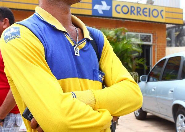 Resultado de imagem para Trabalhadores dos Correios entram em greve na segunda